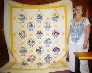 Hand Quilt - 1st - Evelyn Ponka - Grandmothers Garden